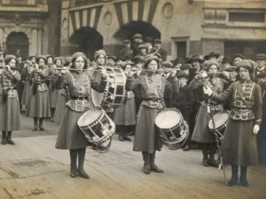 Mary Leigh (right) and the WSPU Drum and Fife Band