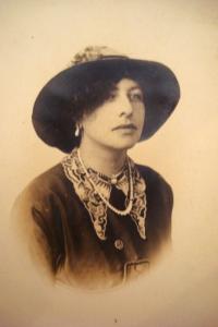 Kate Frye, suffrage organizer, 1913