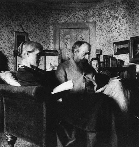Virginia Woolf with her parents at Talland House, Cornwall, in 1892. Alas, the 'Woolly One' would be holidaying with them no more