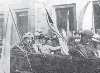 Dorothy Evans (right) after she had left Birmingham to organize for the WSPU in Ulster