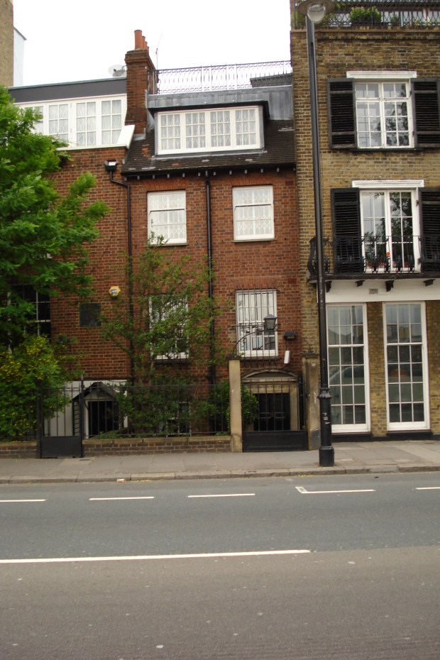 118 Cheyne Walk, Chelsea, home of WSPU activist, Maud Joachim. The enumerator was handed out through this door a census form returned with 'Informaiton Refused'.