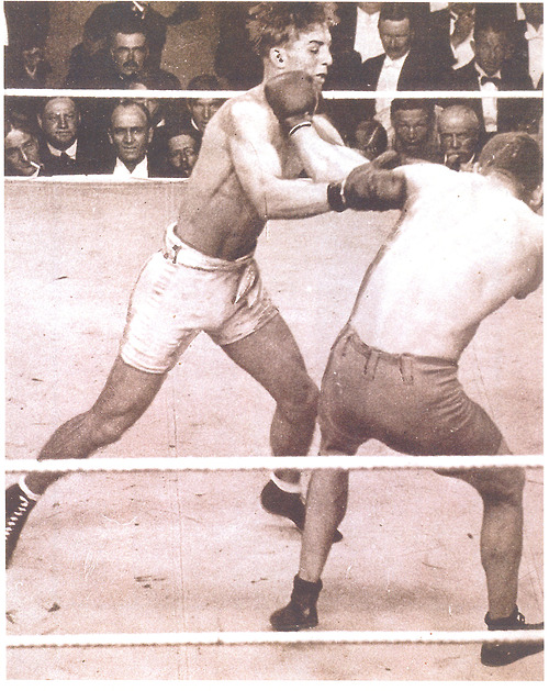 Carpentier and Gunboat Smith (image courtesy of boxingshots.tumblr.com)