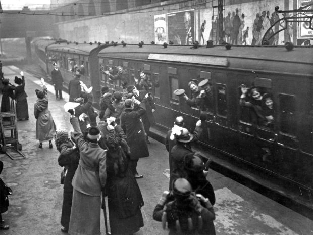 Waving good-bye to soldiers returning to the Front, Victoria Station 1915