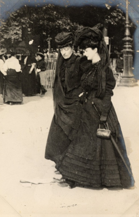 Kate's friend Stella would most certainly have ensured that her mourning outfits were as glamorous as these. Kate had to make do with what she had. (Image courtesy of Cult Nation website)